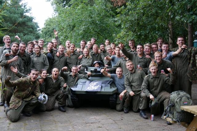 defensie, groepsuitje, minitank, paintball, paintballtank, teamuitje, kma, koninklijke militaire academie breda